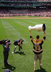 Zdeno Chara arrives at Fenway Park with the Stanley Cup