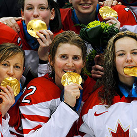Wickenheiser and teammates show off their gold medals at the 2010 Winter Olympics (Jeff Vinnick/HHOF)