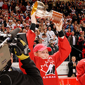 Hayley served as captain in the 2010 Winter Olympic Games in Vancouver, Canada (Jeff Vinnick/HHOF)