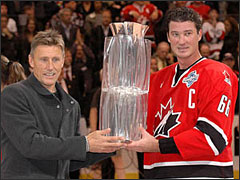 Borje Salming presents the World Cup trophy to Team Canada Captain Mario Lemieux