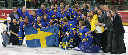 Team Sweden Players And Staff Gather For The Celebratory Group Photo Following Their 3 2 Gold Medal Game Win Over Finland At 2006 Winter Olympic