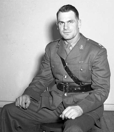 Following the 1942-43 season, Syl Apps left the Toronto Maple Leafs to join the Canadian Army.