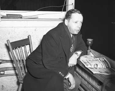 Foster Hewitt as seen during his broadcast from his gondola 54 feet above the ice at Maple Leaf Gardens.