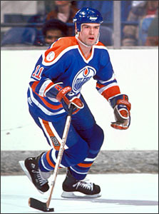 Mark Messier began his career with the Oilers in 1979 and in his third  season with the club he tallied 50 goals and was aptly selected to the NHL s  First ... 556a3b841