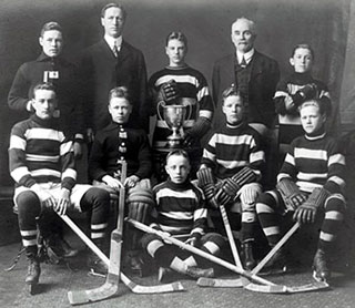 Aurele Joliat (centre, 2nd row) and Frank Boucher (right, 2nd row) led this Ottawa-based team to a championship